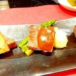ステーキ徳川 - ヒレ肉のチーズのせ、アスパラ、パプリカ