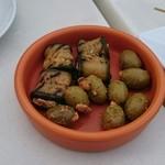 バルバッコア ビアガーデン - お通し(ズッキーニのチーズ巻とオリーヴ)