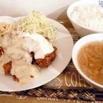 ワタナベナンバン - 【提供終了メニュー】チキン南蛮定食¥650。お値段からは想像できないボリューム&お味!千切りキャベツは大葉入りで爽やか!スープは野菜たっぷりのコンソメスープでした。