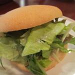 華丸亭 - サラダを挟んだピタパンサンド