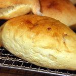 kuu. - おいもパン。キャラメリゼしたさつまいもが練り込まれています。2010年10月撮影。