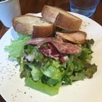 Italian bar 2538 - 大盛サラダ パン・サラミ・スモークチキン付き