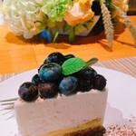 マーマレードカフェ - 新鮮なブルーベリーたっぷりのケーキ