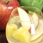 kitchen @ease - 自然派ワインを使った自家製サングリアもオススメです。
