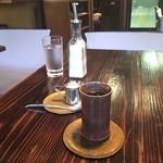 24/7 coffee&roaster - 濃いコーヒー 金色