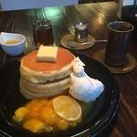 24/7 coffee&roaster - ホットケーキ レモンを効かせたマンゴーのマリネ