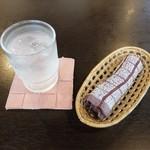 カジュアルレストラン 明日香  - お冷・おしぼり