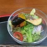 カフェ&レストラン 絵里珈 - 一手間が嬉しい野菜サラダ