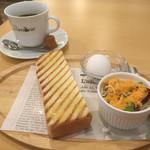 カフェ リモーネ - 料理写真:ブレンドコーヒー400円とバタートースト&茹で卵&サラダを選択