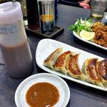 麺屋 愛心 - 「名物・愛心餃子」は味噌だれでいただきます(2016年7月)