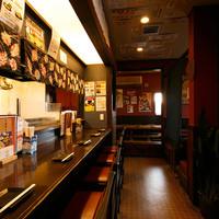 居酒屋金太郎 - 薄暗い店内はアットホームでまるで我が家の様に落ち着いてお酒を楽しめます!