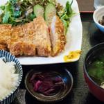 なごみだいにんぐ飛梅 - JapanXとんかつ定食(ランチメニュー):880円/2016年7月