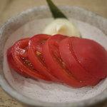 焼き鳥 ホルモン 境市場 - 冷やしトマト