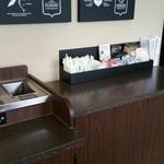 スターバックス・コーヒー 御器所駅前店 - 2階にも簡易なコンディメントバー