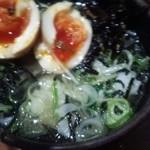 麺や而今 - 半熟味玉ごはん¥190、残ったスープ投入後…