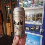 栄丸民宿 - 宿の入口の自販機で ビールお代わり