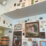 カルナバル - いろいろ貼られた壁