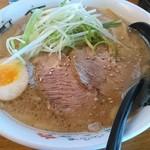 ラーメンの王道 北浜商店 - 肉いやつ  豚骨醤油  860円。