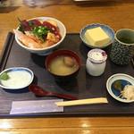いっしきお食事処 - 料理写真:づけ丼  1080円(休日昼価格)