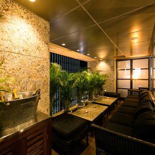 夜景を眺めながら『隠し扉個室』や個室・完全個室も完備!