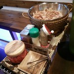 お好み焼き kate-kate - 卓のサイドに調味料ワゴンが登場(@_@)