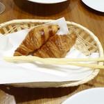 シャトン - 自家製パンとグリッシーニ