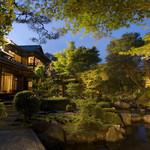 桜鶴苑 - その他写真:夜の幻想的な庭園ライトアップ