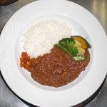 カフェダイニング宏 - ランチもディナーもある、シェフカレー。右に添えてある揚げor茹で野菜たちがよく合います。