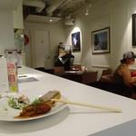 洋食カフェ・バー KITORI - 店内