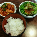 焼肉 和 - お替り自由:キムチ、サラダ、ライス