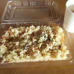 美土里屋 - 山菜ご飯320円。お茶はサービス。出張店の奥で(2016.6月)