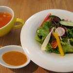 ナグッド - ランチのサラダとスープ