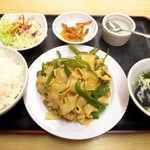 香楽園 - 〔ランチ〕干し豆腐とピーマンの炒め(¥700)。炒めたてのアツアツ! 量もしっかりあります