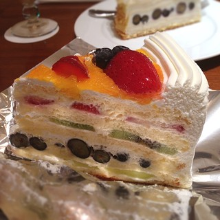 ハーブス 丸ビル店 - フレッシュフルーツケーキ ¥950