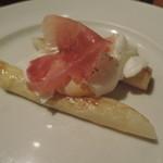 53541624 - ホワイトアスパラ半熟卵と生ハム