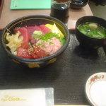 四季旬彩 - マグロ三食丼