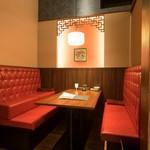中国料理 龍鱗 - 内観写真:ソファー席個室 3~8名様
