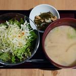 悠久乃蔵 しゃぶしゃぶと糀料理、日本酒 - 吟醸粕汁、サラダ、小鉢