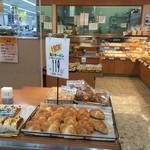 53571568 - 食料品売り場入り口にございますパン屋さんです。