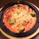 Hatsune - 鶏モモ一枚肉のグリル、トマトソース&チーズトッピング