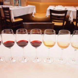 グラスワインは全部で10種類。いろいろな味わいが楽しめます。