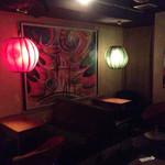 宇田川カフェ - カラフルなライトが怪しげ。