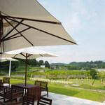レストラン奥河内 - 開放的なテラス席からは、奥河内の自然を満喫できます