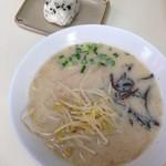 バス停ラーメン - 料理写真:コレで330円^▽^