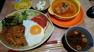 チャワン ウィング川崎店 - 隠しチーズのピリ辛タコライスとトマトロールキャベツ