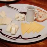 53596637 - 5種類チーズの盛合せ 1,280円