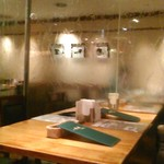 洋食麦星 - [内観] 店内 テーブル席 ②