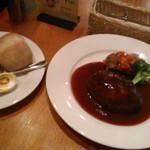 洋食麦星 - [料理] パン & デミグラス ハンバーグ 全景♪w