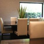 神山 - 1階テーブル