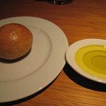 Grillかわむら - 全粒粉のパンとオリーブオイル